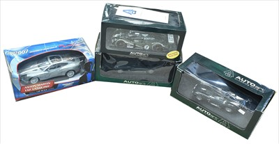 Lot 211 - Auto Art and another diecast cars