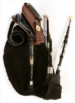 Lot 200 - Set of Northumbrian small pipes.