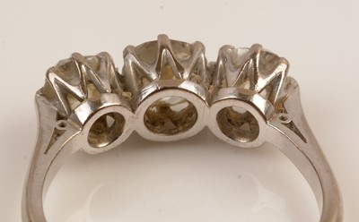 Lot 85 - Three stone diamond ring