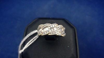 Lot 450-Diamond dress ring