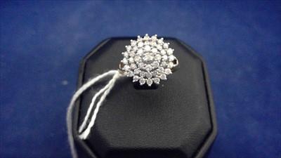 Lot 456-Diamond dress ring