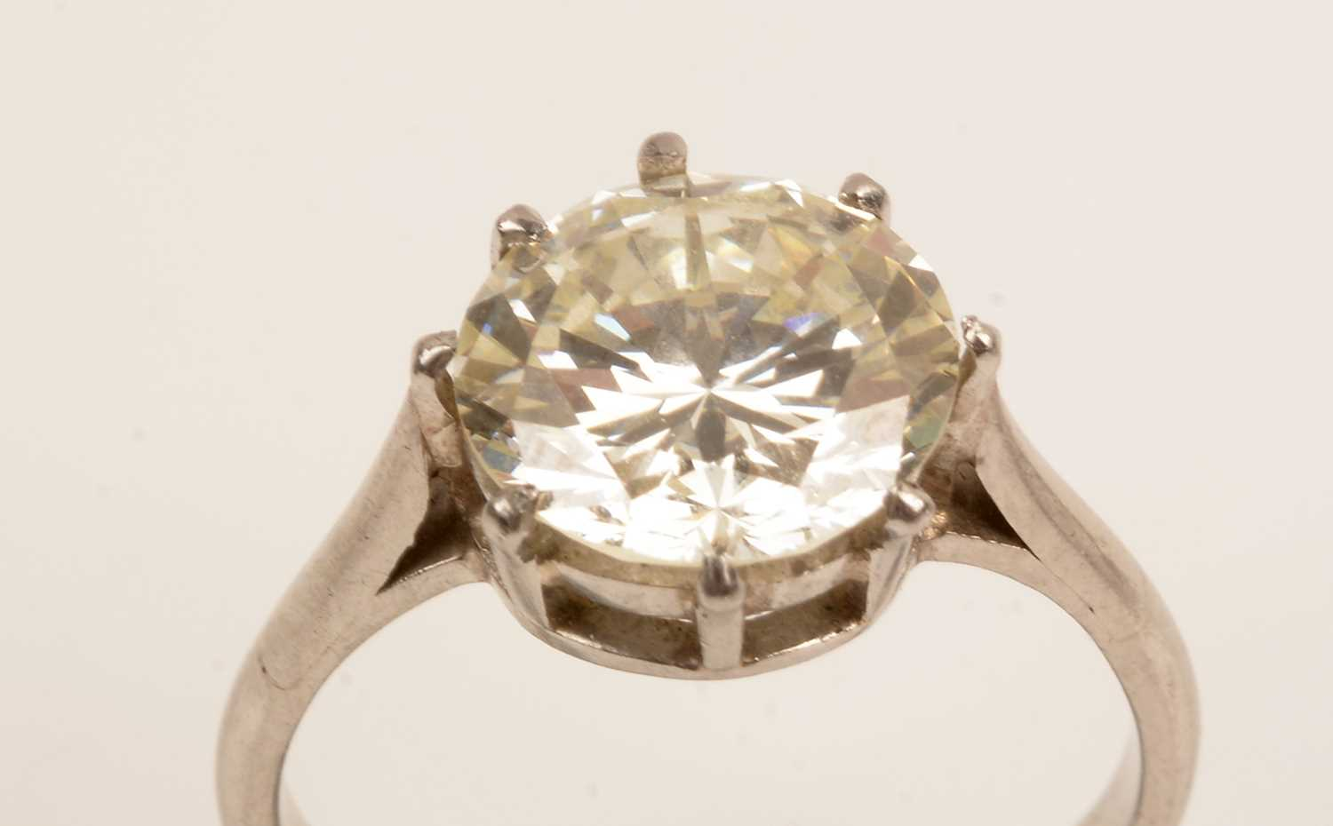 Lot 55 - Solitaire diamond ring