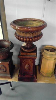 Lot 322 - urn