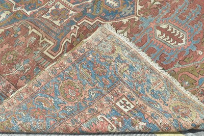 Lot 916 - Serapi carpet