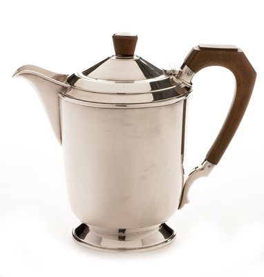 Lot 226 - Art Deco style silver hot water jug