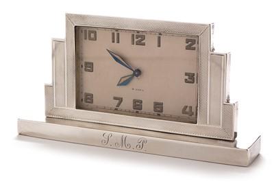 Lot 211 - Art Deco silver mantel clock