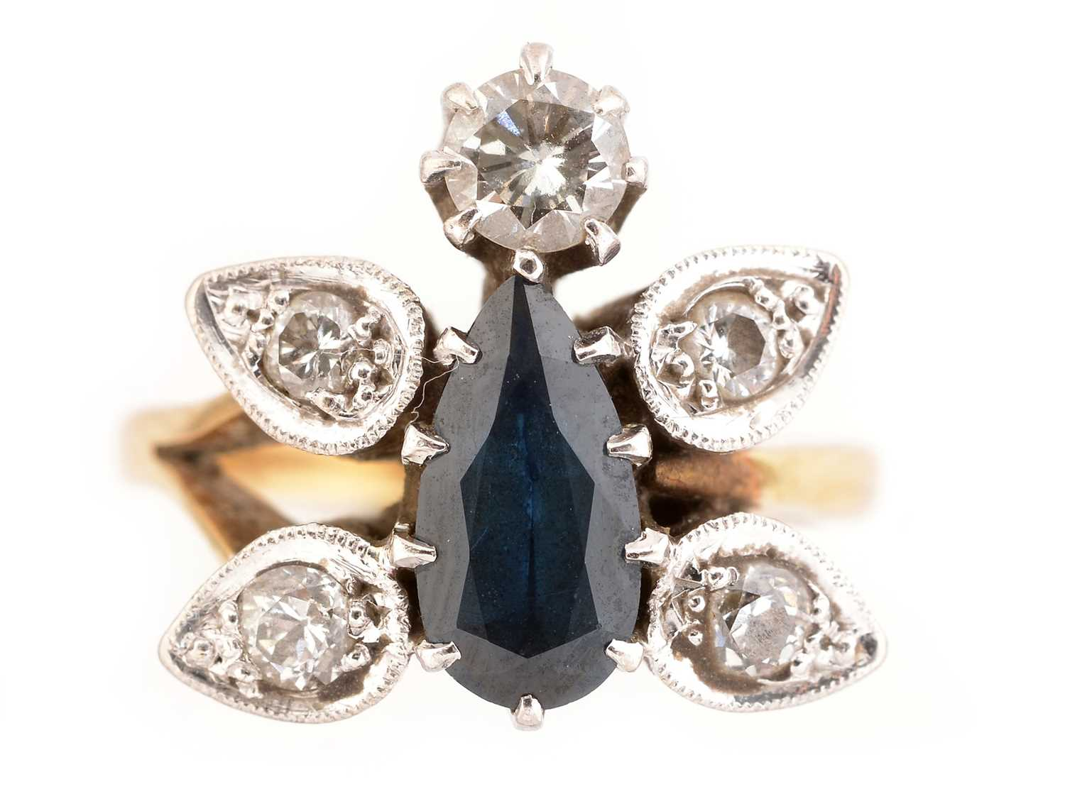 Lot 39-Sapphire and diamond ring