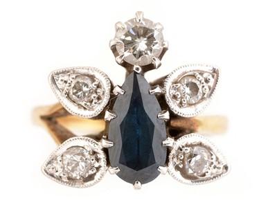 Lot 39-Sapphire and diamond ring