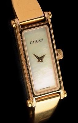 Lot 15 - Gucci quartz wristwatch