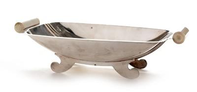 Lot 227 - An Art Deco silver dish