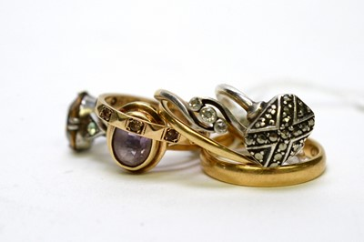Lot 276A - A selection of yellow and white metal rings.