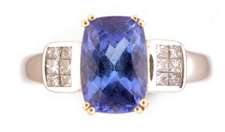 Lot 55 - Tanzanite and diamond ring