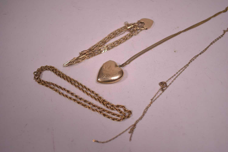 Lot 11-Gold jewellery