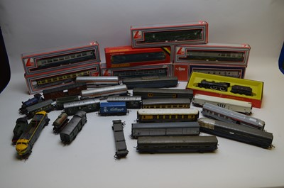 Lot 280 - Hornby, Lima and Triang model trains