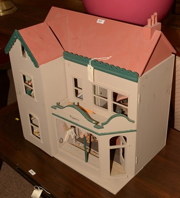 Lot 617 - 20th Century dolls house
