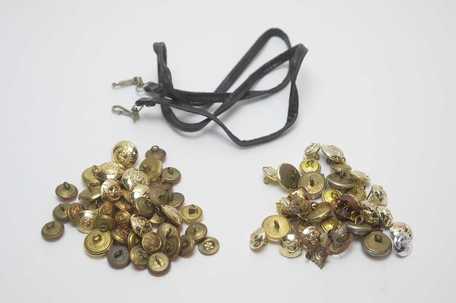 Lot 957-Collection of Regimental buttons