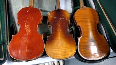 Lot 130 - A selection of violins