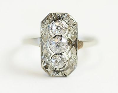 Lot 69 - An Art Deco diamond ring