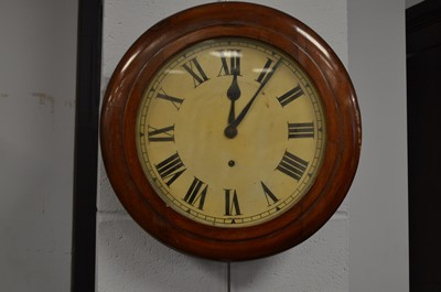 Lot 592 - An early 20th C timepiece.