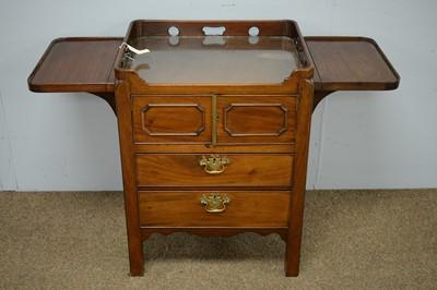 Lot 71 - Georgian-style tray-top bedside cabinet