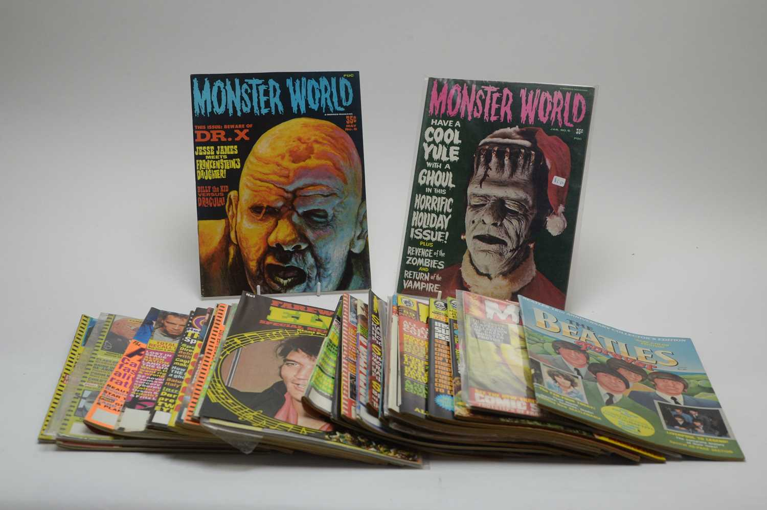 Lot 9 - Thirty-one Monster, Horror, Sci-fi, Pop and other magazines.