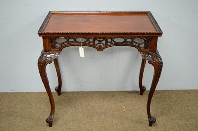 Lot 5 - Mahogany centre table.