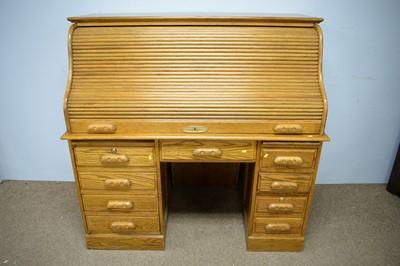 Lot 123 - 20th Century reproduction oak roll top desk
