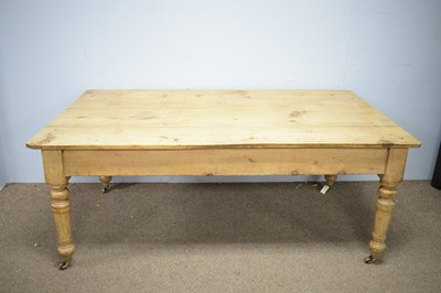 Lot 112 - 20th Century pine dining table