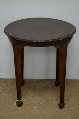 Lot 32 - Early 20th C mahogany centre table.