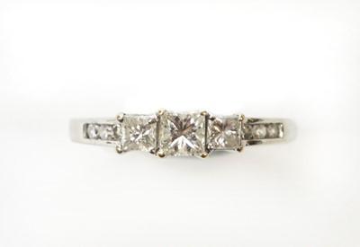 Lot 9 - A diamond dress ring