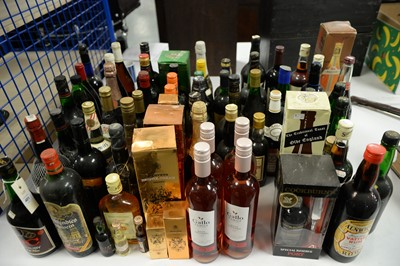 Lot 401 - Alcohol, spirits and other drinks