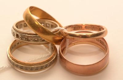 Lot 207 - A selection of rings