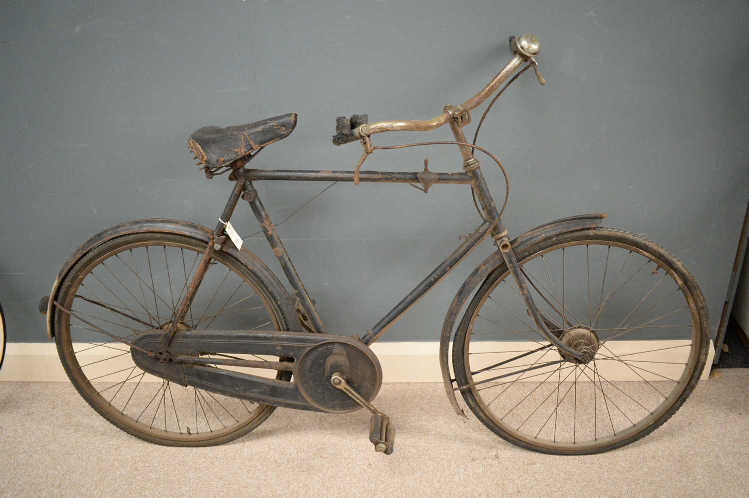 Lot 701 - A Raleigh Sports Model vintage bicycle.