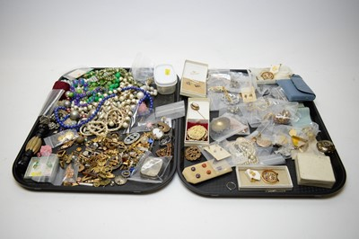Lot 330 - A quantity of costume and other jewellery.