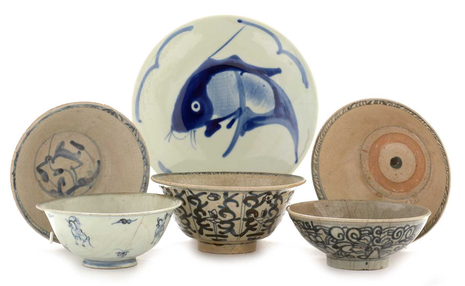 Lot 416 - Five Swatow ware bowls and a modern dish