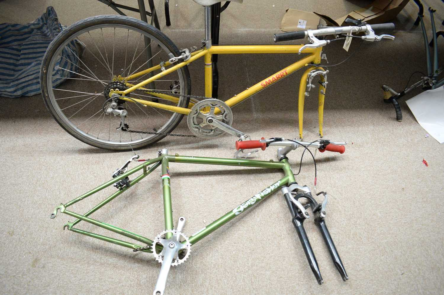 Lot 718 - A Gary Fisher Aquila mountain bike frame; and another by Smaart.