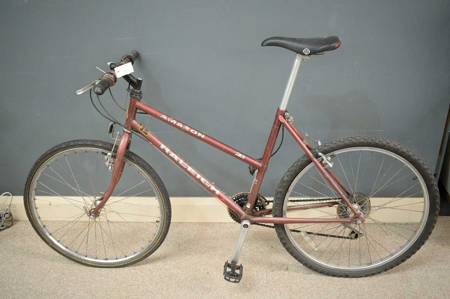 """Lot 720 - A Raleigh """"Amazon"""" woman's hybrid bicycle."""