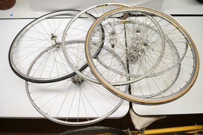 Lot 725 - Six road bike wheels.