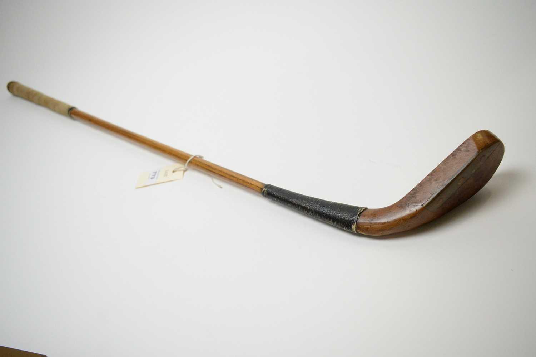 Lot 773 - A golf putter attributed to Hugh Philp