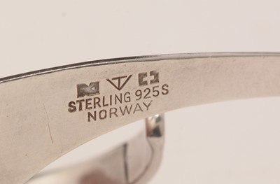 Lot 752 - Tone Vigeland for Plus Fredrikstad, sling earrings