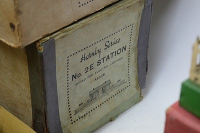 Lot 864 - Hornby 0-gauge Station and other related items.