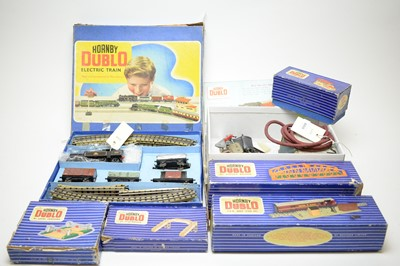 Lot 866 - Hornby Dublo train set; and other accessories.