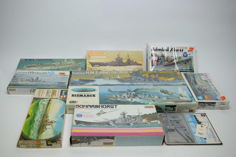 Lot 869 - Plastic construction kits.