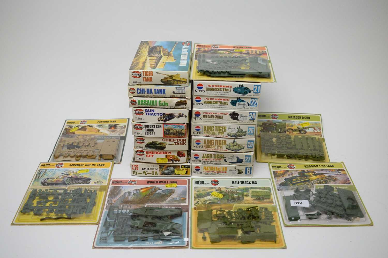 Lot 874 - 1:76 scale plastic construction kits.