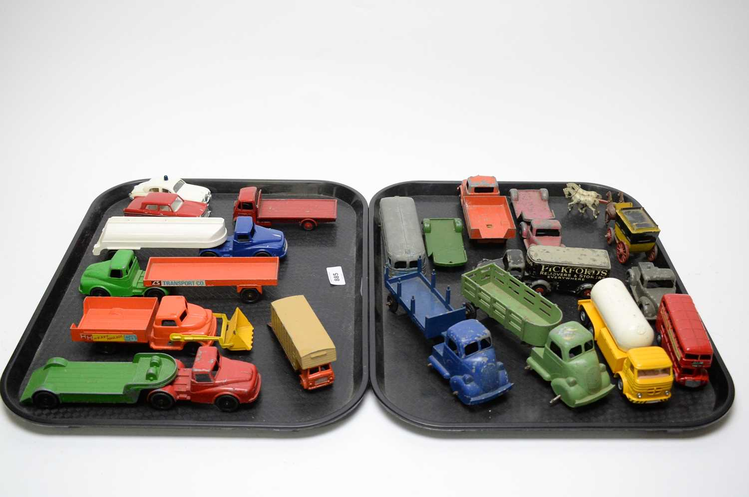 Lot 885 - Diecast model vehicles.