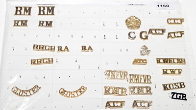 Lot 1160 - A collection of 9 pairs and 8 single Military shoulder titles.