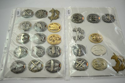 Lot 1227 - A collection of 25 German Vundexwehr cap badges.