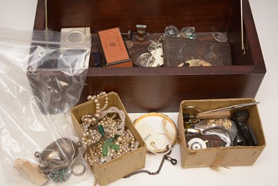 Lot 257 - A small quantity of costume jewellery