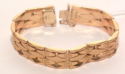 Lot 198 - 18ct. yellow gold bracelet.