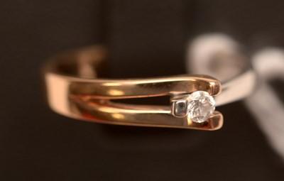 Lot 224 - A diamond ring.